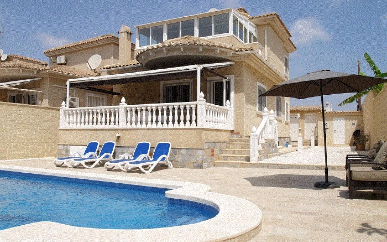 Вилла в Торревьехе район ла Сиеста с бассейном за 280.000 евро