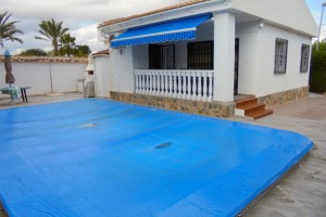 Chalet Independiente en Los Balcones con parcela 350m2 y piscina privada