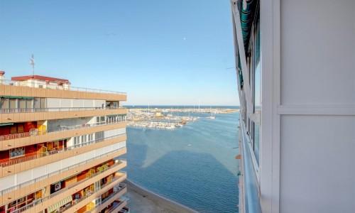 Шикарные апартаменты с видом на море в Торревьехе .
