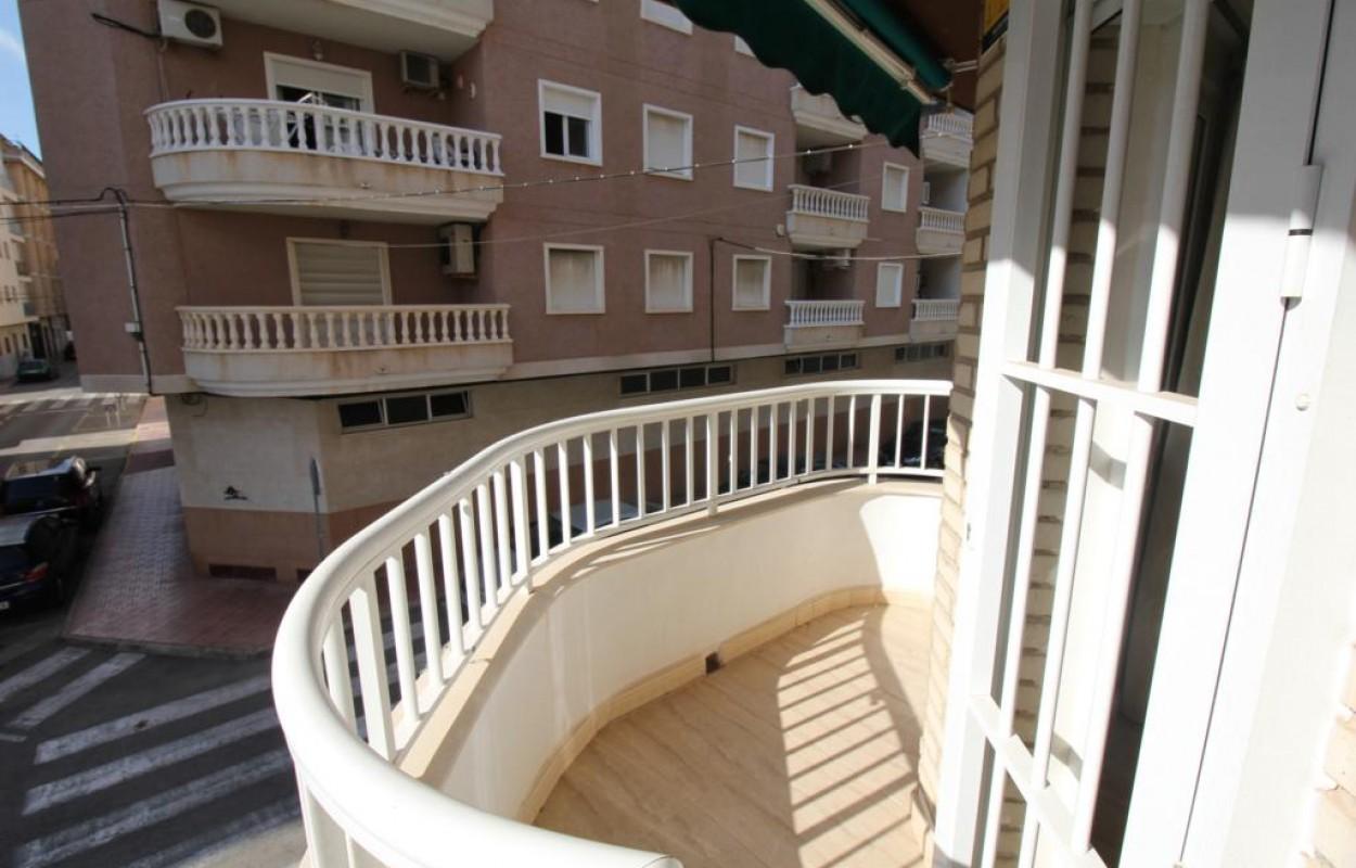Reformado Apartamento en Torrevieja cerca de la playa del cura