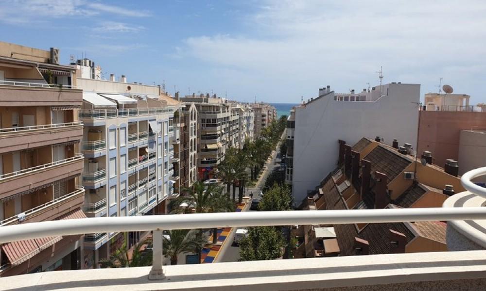Апартаменты в центре города Торревьеха с огромной террасой видом на море за 133.000 евро