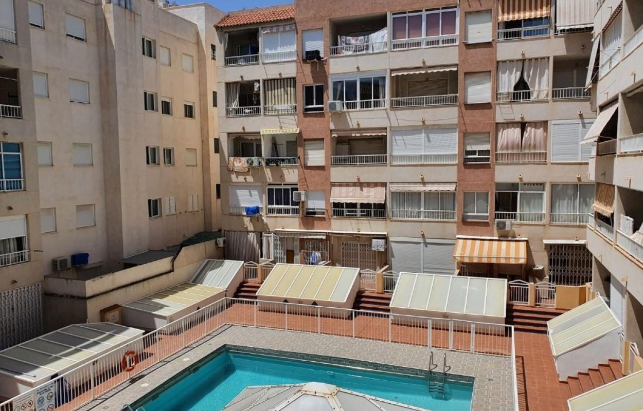 Precioso estudio muy amplio listo para entrar a vivir en Torrevieja