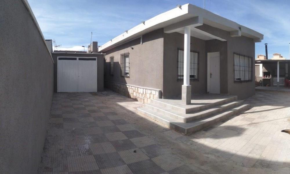 Chalet Reformado en Torrevieja Los Frutales Villa Sol