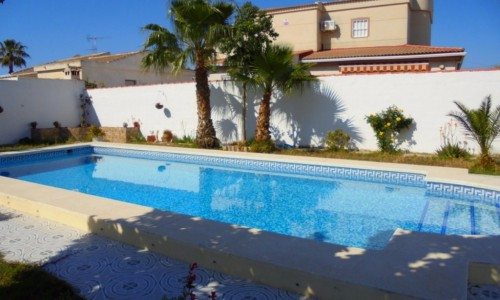 Semi-detached house with plot 400m2  in La Siesta