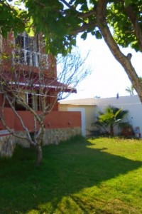 Semi-detached house with plot 400m2  in La Siesta