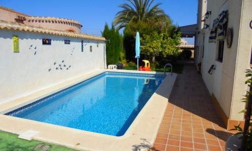 Вилла с участком и личным бассейном  в Ла Сиеста