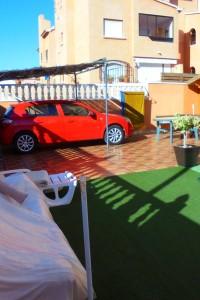 Bungalow con jardin y vistas al mar en Torrevija