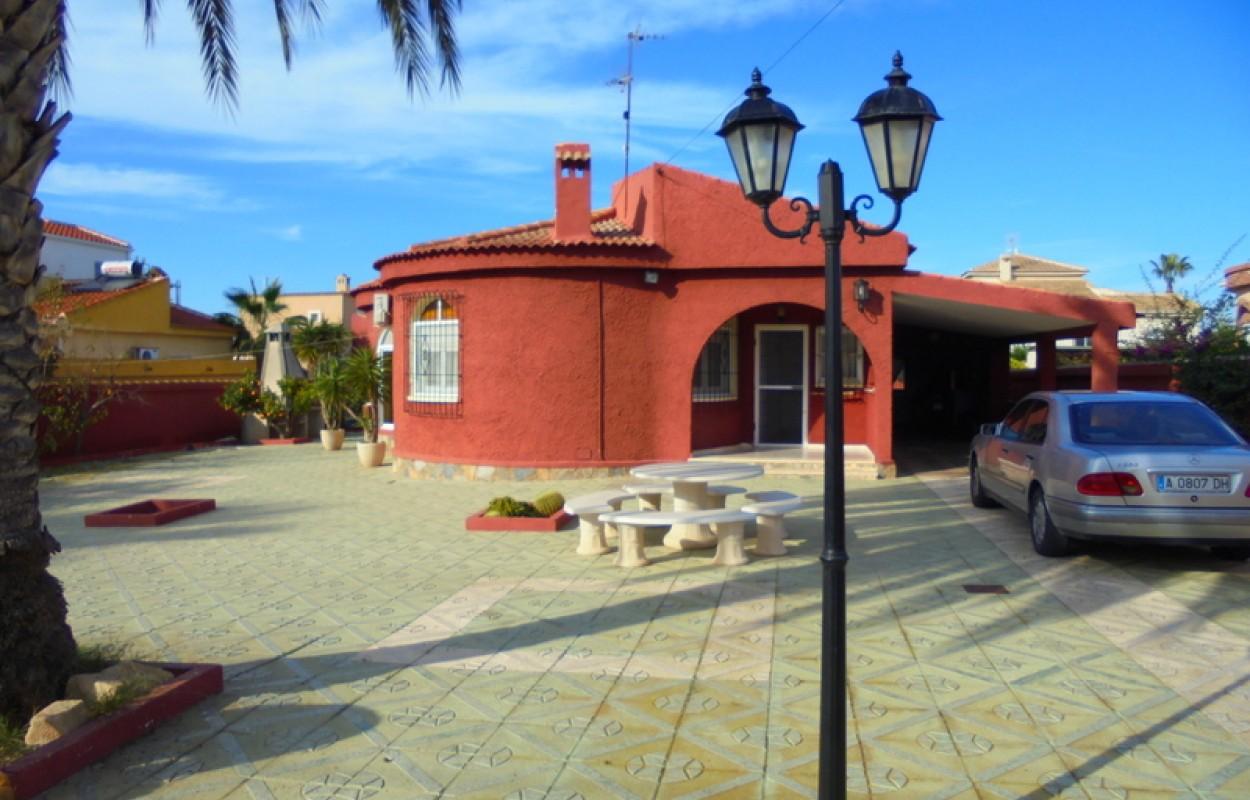 Chalet con 800m2 de parcela en Torrevieja San Luis