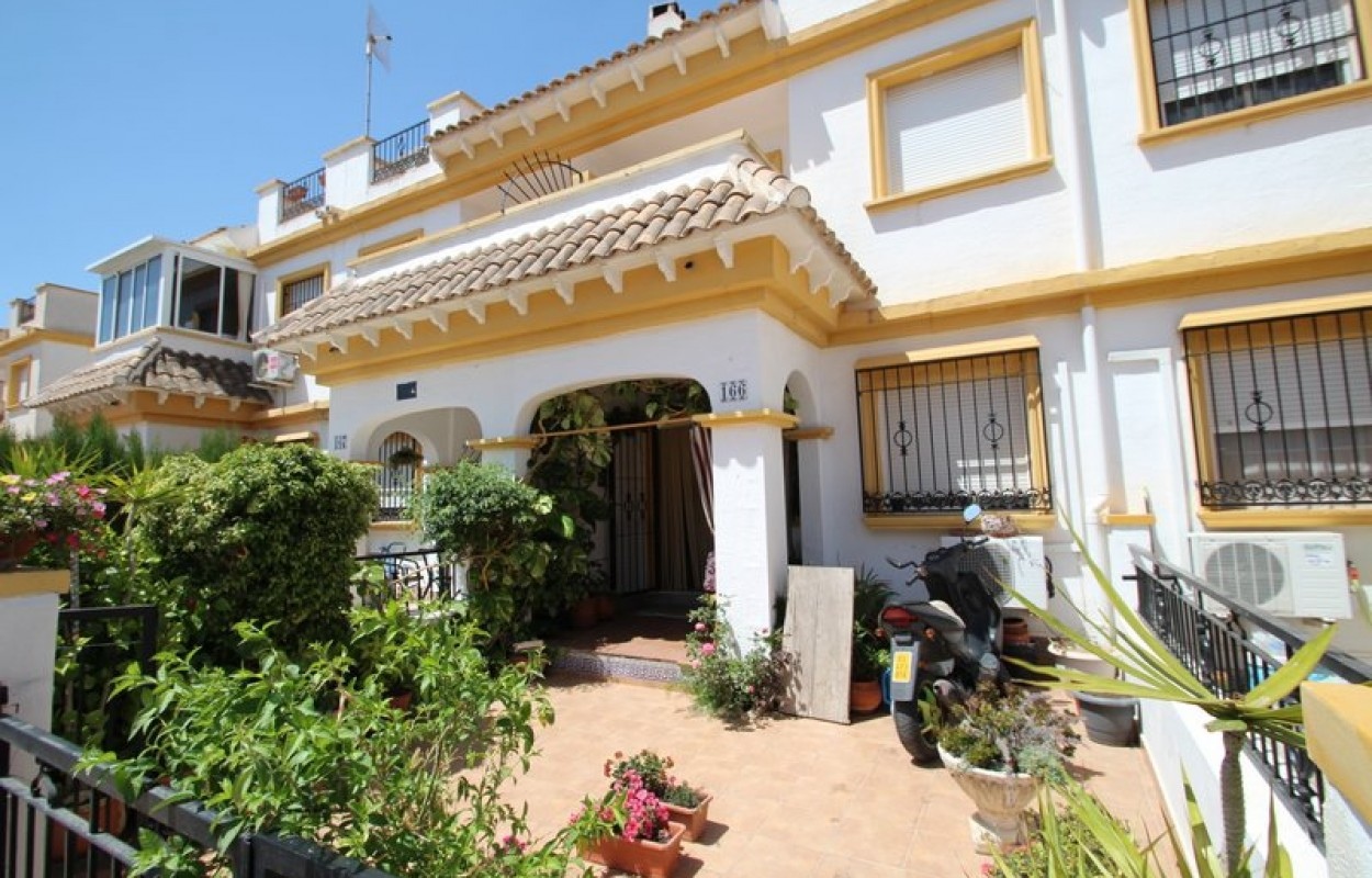 Смежный дом в Торревьехе по выгодной цене!