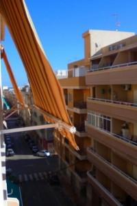 amplio apartamento orietacion sur de 2 dorm en Torrevieja a 300m de la playa del cura