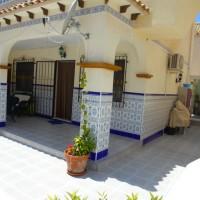 Бунгало в Торревьехе Ла Мата с личным двором и гаражом