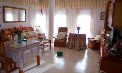 Просторная квартира с 1ой спальней в здании с бассейном