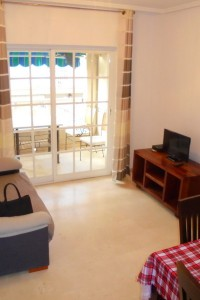 Apartamento en muy buen estado a 50 m de la playa los locos con piscina comunitaria por 87.000 euro