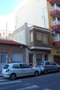 Casa con dos apartamentos  en Torrevieja calle san pascual 95