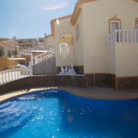 Очень экзотическая  вилла, вдохновленная Гауди. Расположен в Сьюдад Кесада