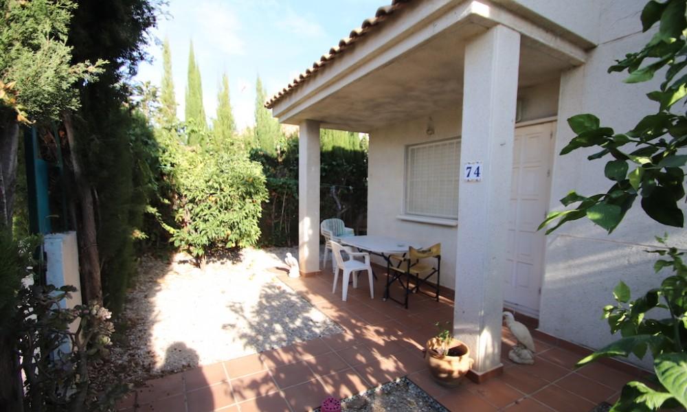 Los Altos, bungalow planta baja frente a piscina