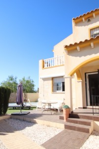 Adosado en Punta Prima con piscina privada por 200.000 euro