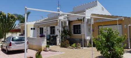 Chalet independiente en Los Balcones  Torrevieja 800m2 de parcela
