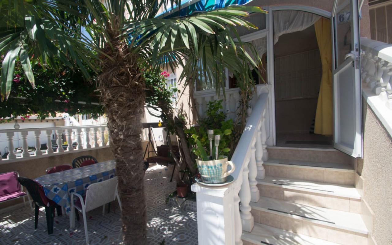 Прекрасный Солнечный бунгало с личным двориком, 2 спальнями в урбанизации с бассейном всего за 80.000€