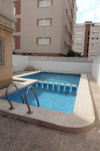 Apartment for sale with 2 bedrooms in Nueva Torrevieja for only € 59,000.