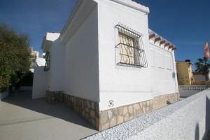 Villa individuelle rénovée de 3 chambres  à Torrevieja