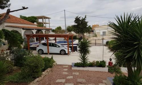 Вилла с большим участком и бассейном в Сан Мигель Дэ Салинас